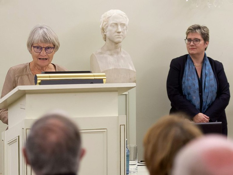 Right click to download: Frauen an der Universität Bonn