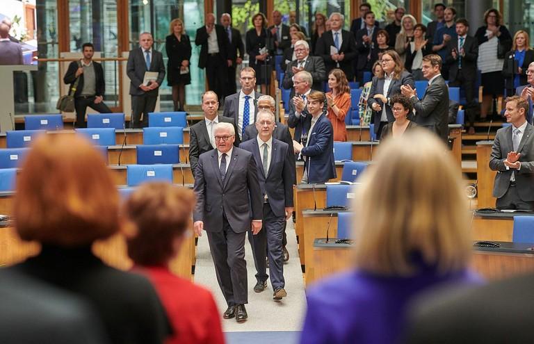 Right click to download: Einzug des Bundespräsidenten