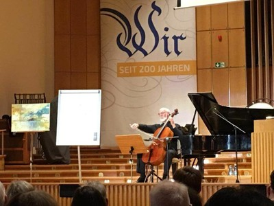 Prof. Dr. Matthias Kreck referierte und musizierte. Foto: Stefan Hartmann