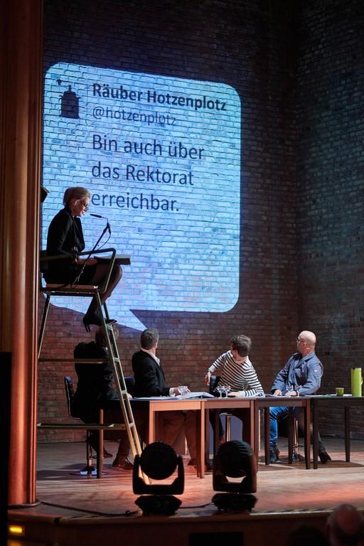 Right click to download: Szenische Lesung im Hörsaal I