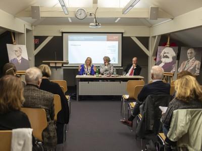 Das Direktorium des Käte-Hamburger-Kollegs (v.l.): Prof. Dr. Nina Dethloff, Prof. Dr. Dr. h.c. Werner Gephart und Prof. Dr. Clemens Albrecht. Foto: Barbara Frommann/Uni Bonn